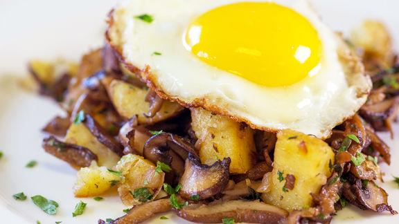 RECIPE   Wild Mushroom Hash & Eggs